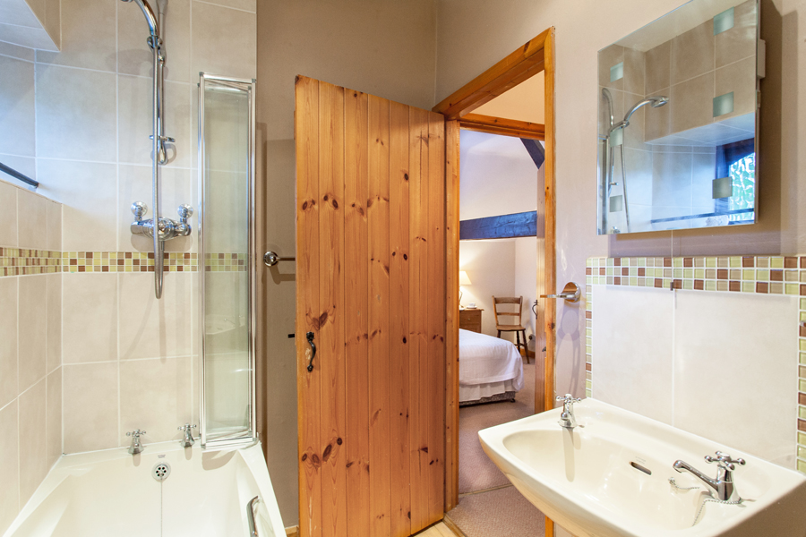 Bathroom of The Barn holiday cottage.